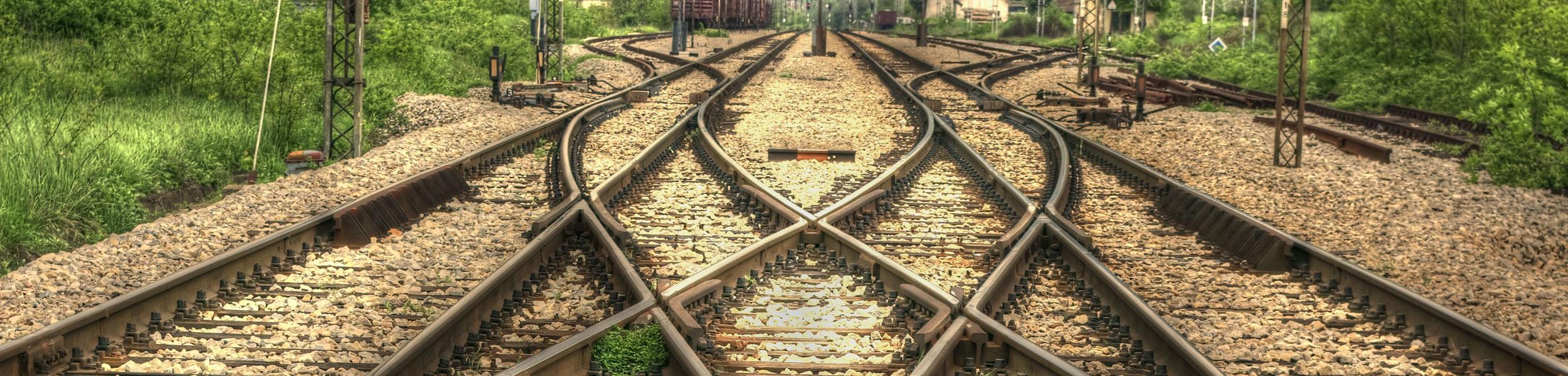 Bahngleise mit Begrünung